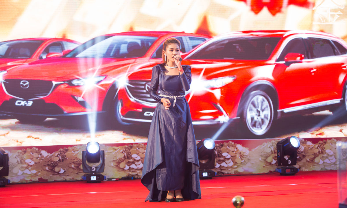 The overall view of the 1KG gold promotion event from Mazda