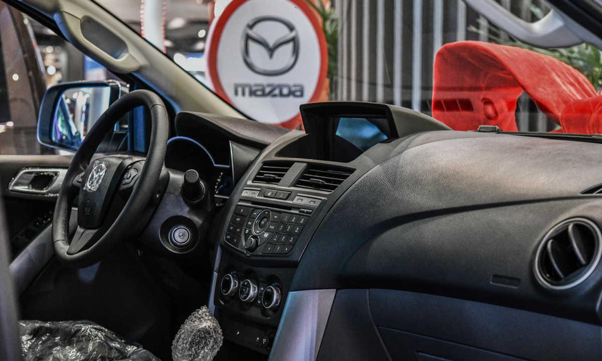 ទិដ្ឋភាពការតាំងបង្ហាញរថយន្ត Mazda នៅផ្សារទំនើបអុីអន សែនសុខសុីធី ។